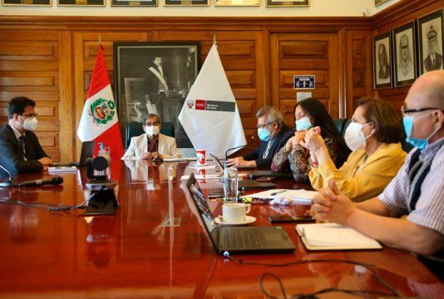 EXPERTOS CHILENOS COMPARTEN EXPERIENCIA DE VACUNACIÓN CONTRA LA COVID-19 CON AUTORIDADES SANITARIAS DEL PERÚ