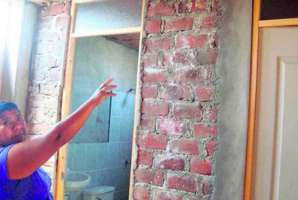 DENUNCIAN QUE CONSTRUCTORAS NO CUMPLEN CON ENTREGAR MÓDULOS DE VIVIENDA EN TAMBOGRANDE